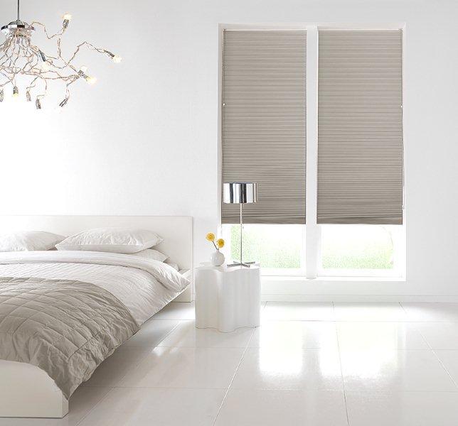 Pliss en duette gordijnen breed inzetbaar voor speciale for Raamdecoratie slaapkamer verduisterend